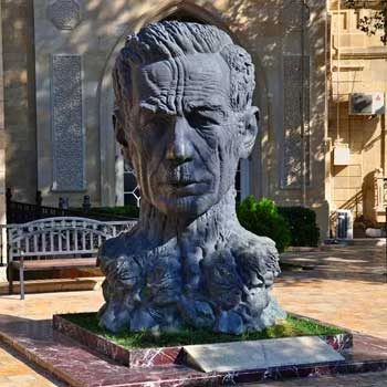 """Statue of Aliaga Vahid. Monument of great """"Khan of the ghazals"""""""